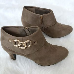 Women's ankle booties camel taupe size 11W.